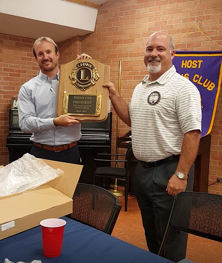 President Brian recives plaque from Scotty